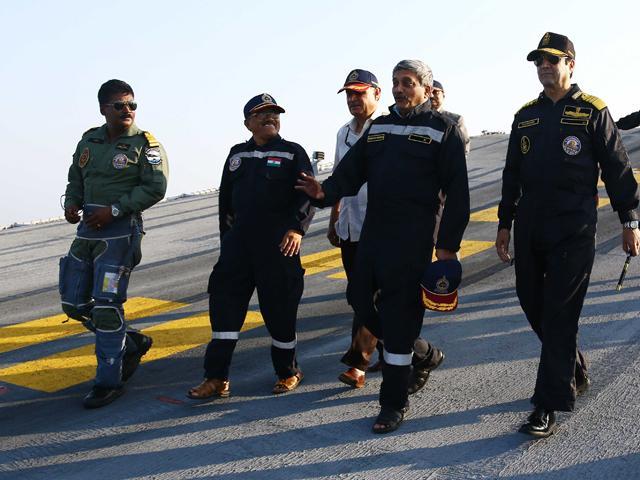 Parrikar visits the aircraft carrier INS Vikramaditya